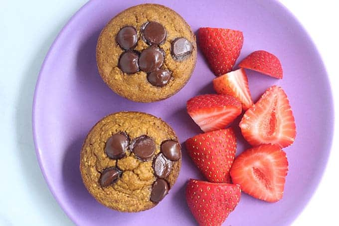 pumpkin-oatmeal-muffins-with-berries