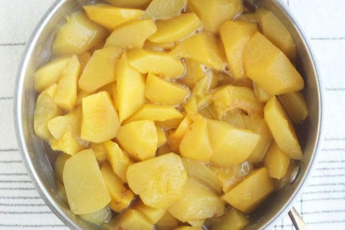 stewed-peachs-in-pot