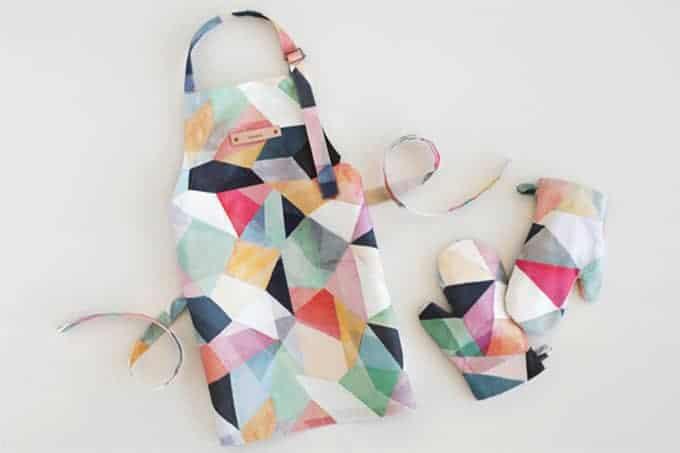 minted-kids-apron-and-mitt-set