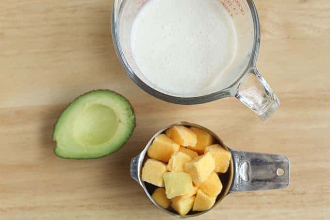 ingredients-in-avocado-smoothie