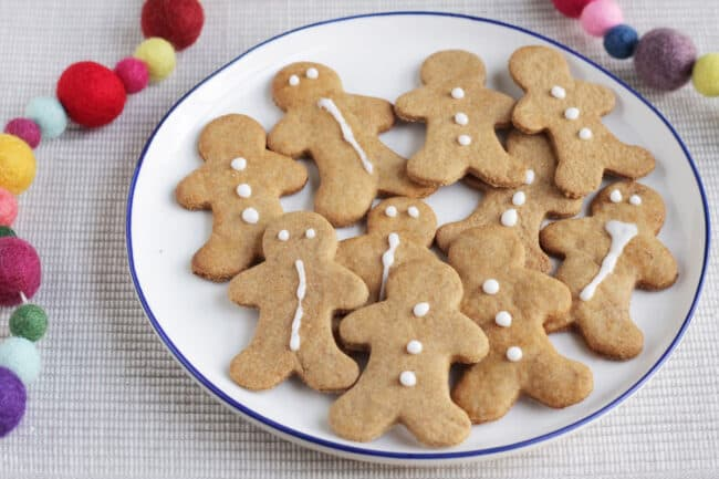 easy-gingerbread-cookies-on-white-plate