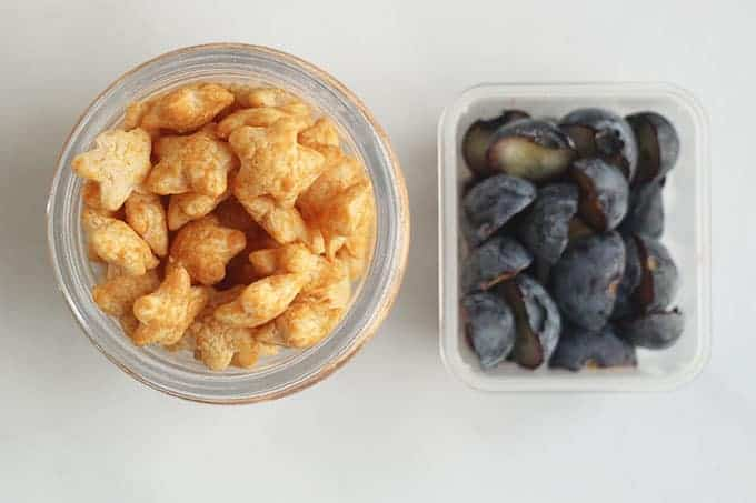peanut-puffs-and-blueberries