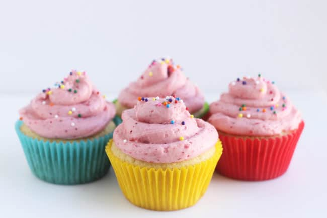 vanilla-cupcakes-with-strawberry-frosting