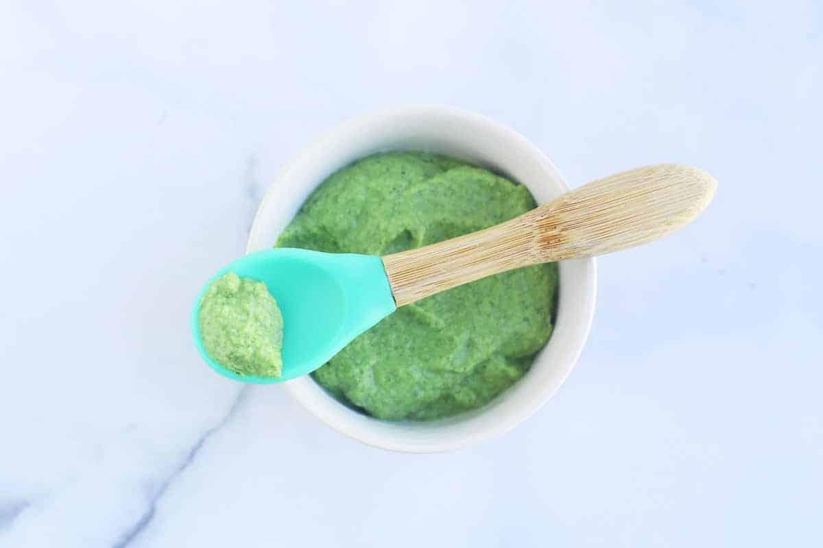 broccoli-puree-on-spoon