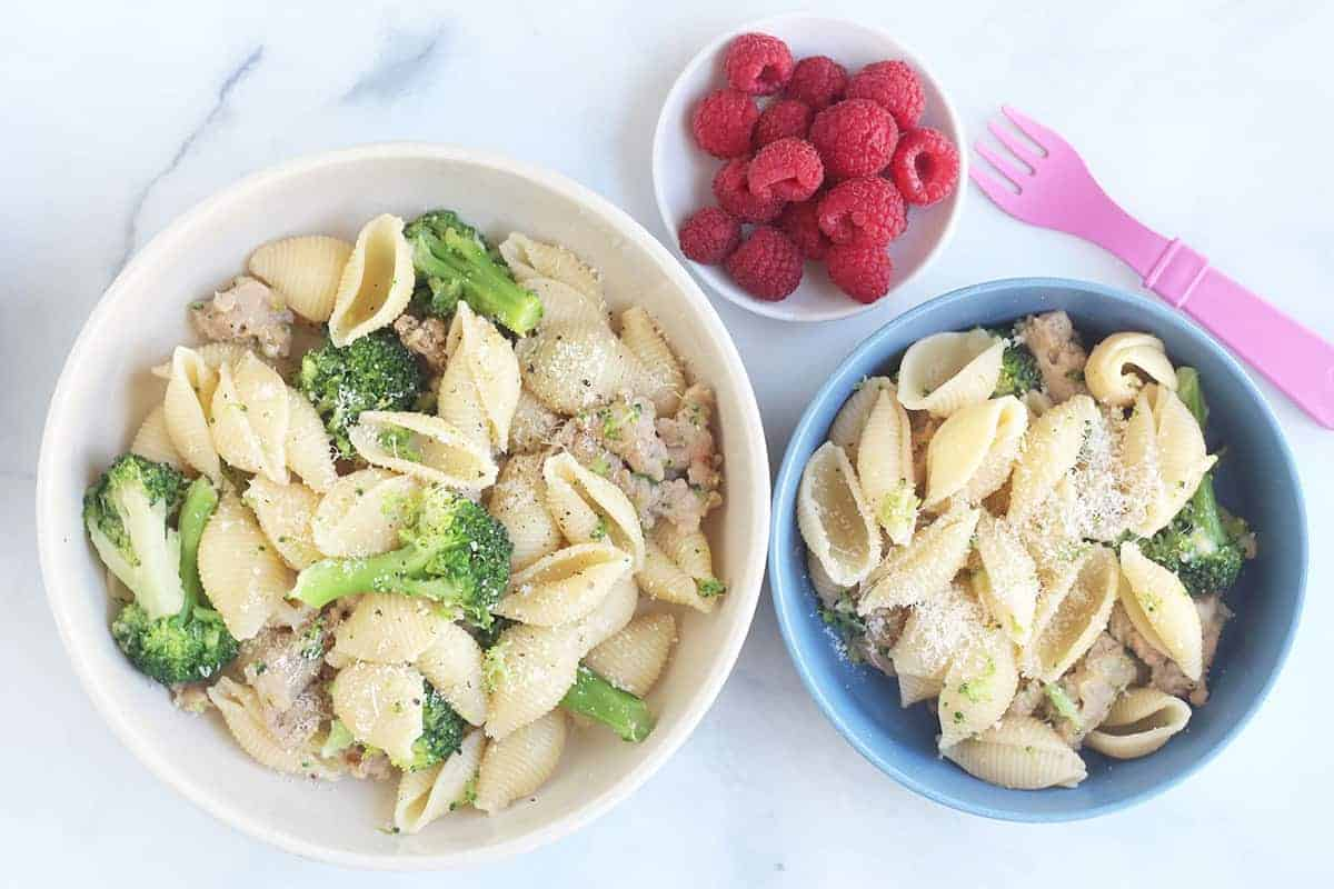 bowls-of-broccoli-sausage-pasta-for-family_web