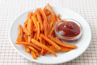 carrot-fries-on-white-plate-with-ketchup