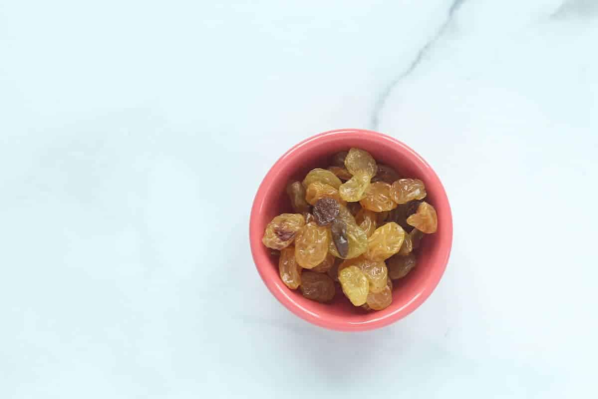 golden-raisins-in-red-bowl