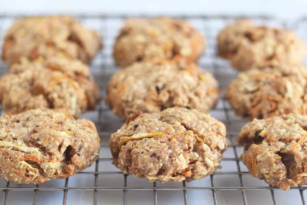 healthy-oatmeal-cookies-with-carrots-on-rack
