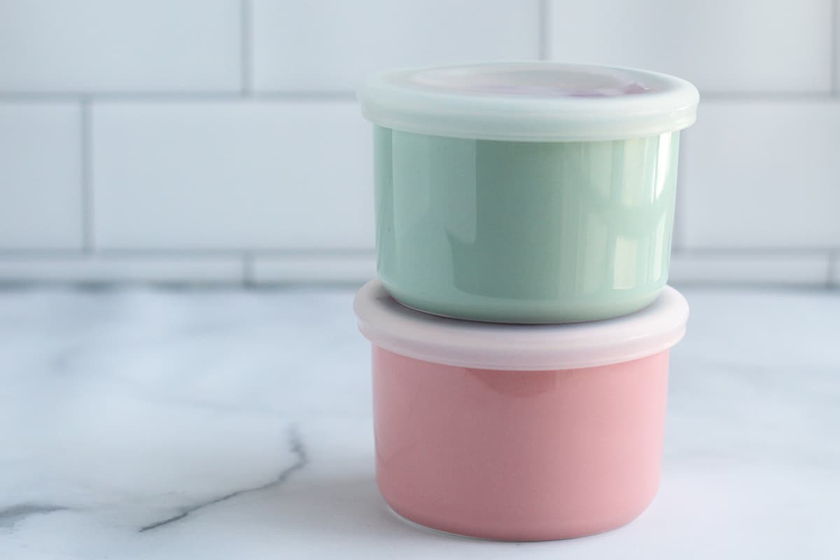 quinoa-pudding-in-storage-containers