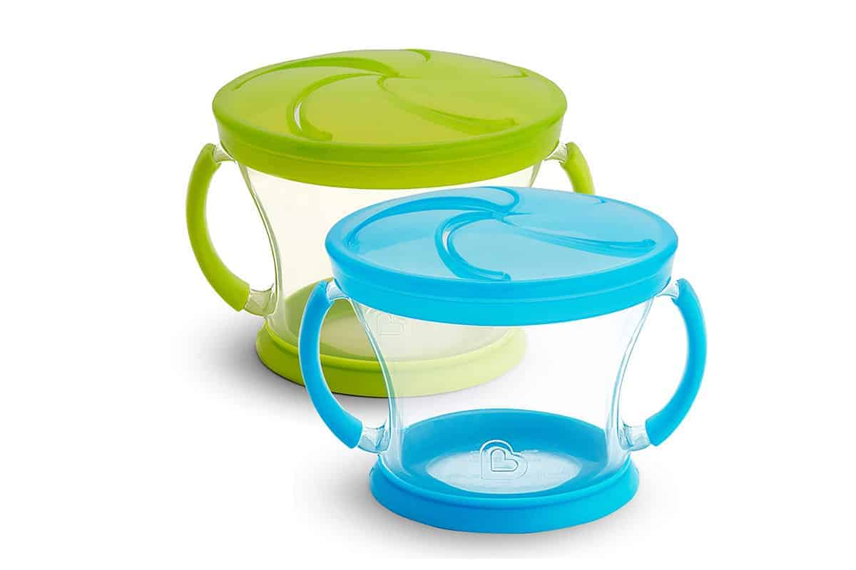 Munchkin Snack Cups in blue and green