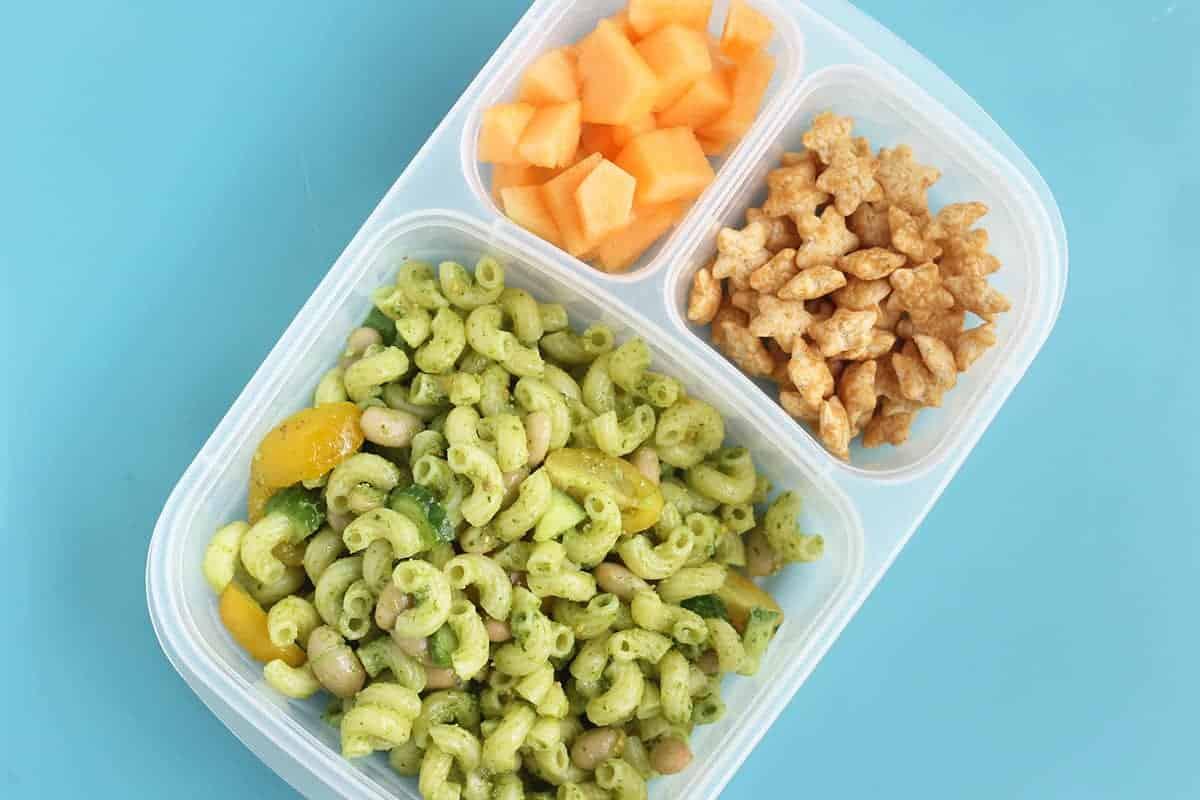 pesto-pasta-salad-in-lunch-box