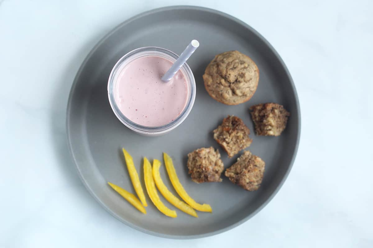 smoothie-lunch-on-gray-plate