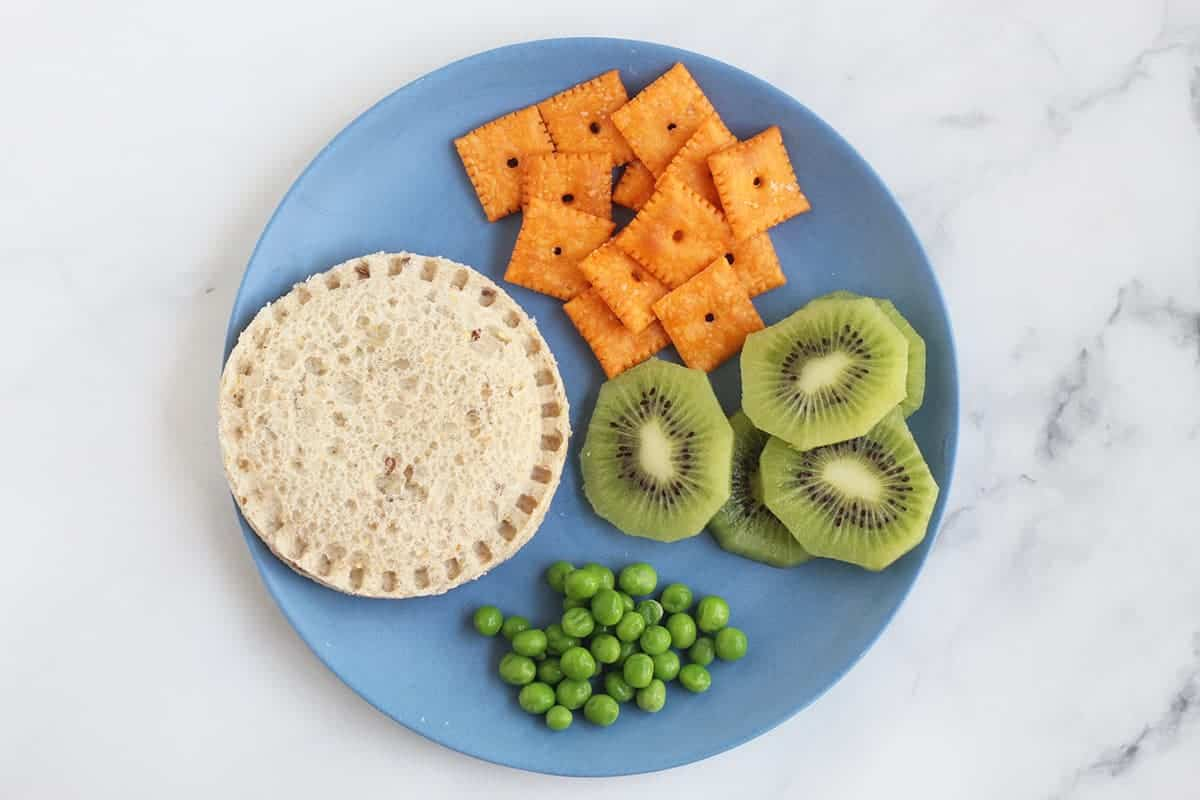 uncrustable-lunch-on-blue-plate