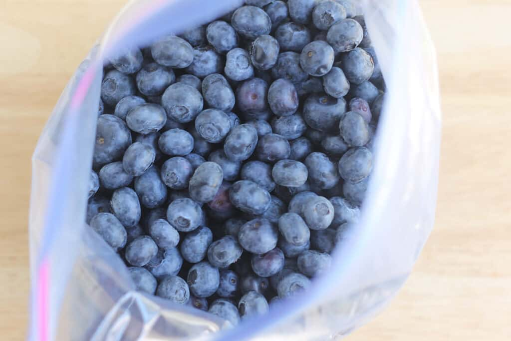 blueberries-in-freezer-bag
