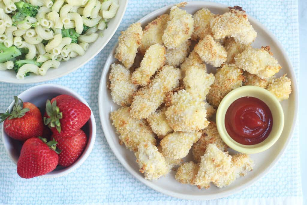 chicken nuggets with strawberries and pasta