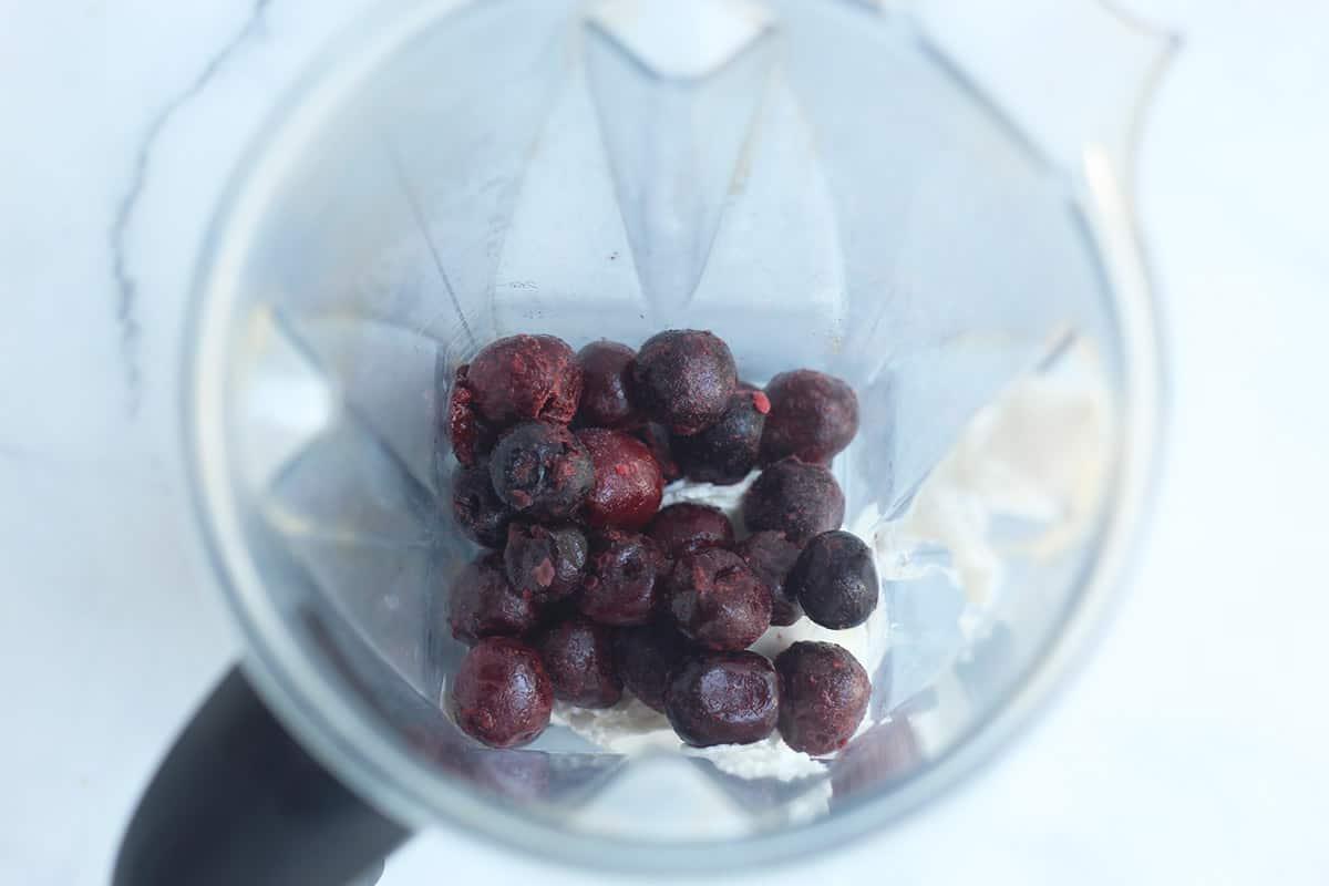 frozen yogurt ingredients in blender