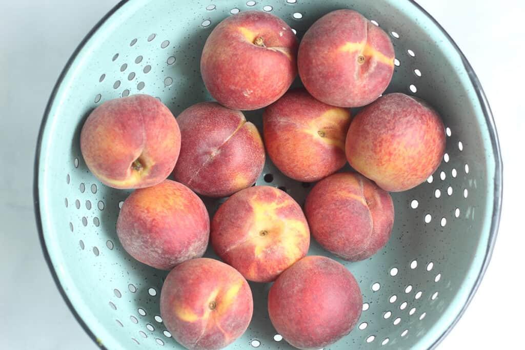 peaches-in-colander